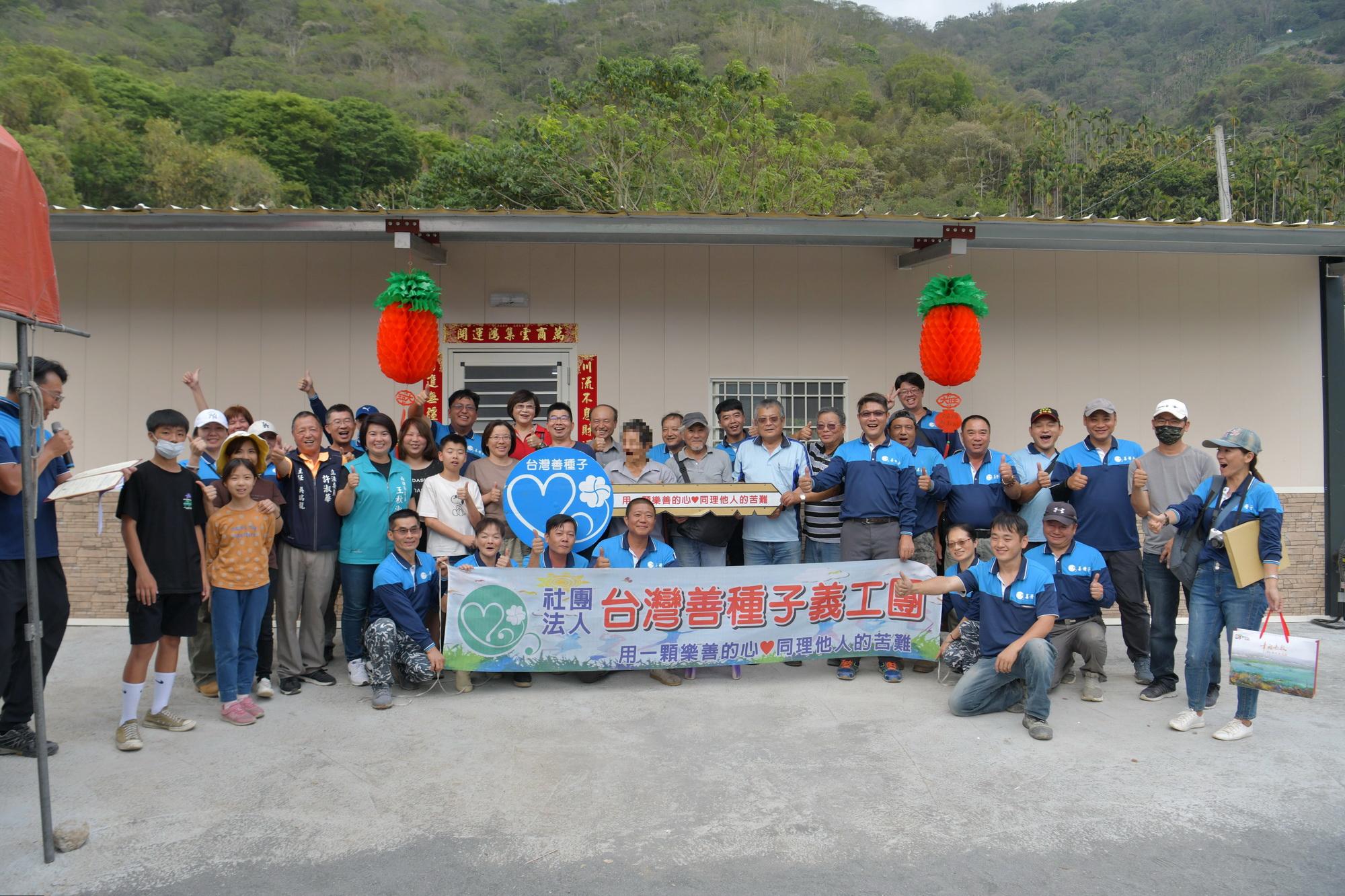 (開新視窗)連至 台灣善種子義工團 助信義弱勢民眾重建家園 完整照片