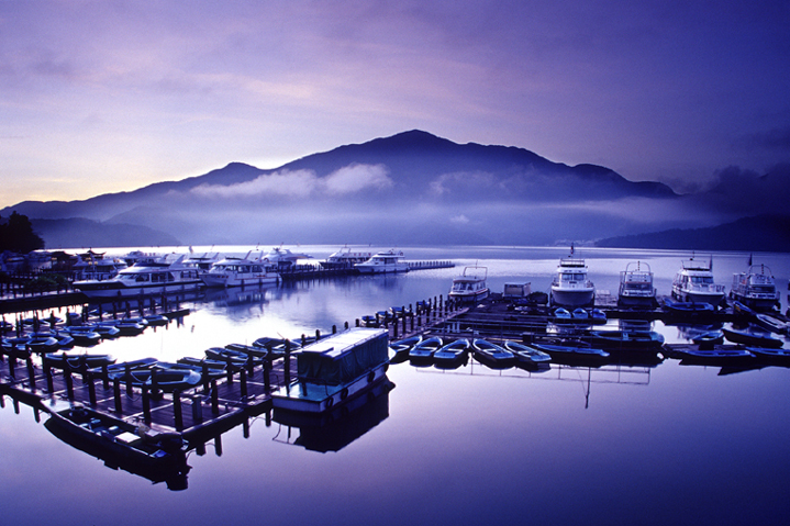 2006 Photography Competition Excellent Work Xu, Yi-fu - Morning of Sun Moon Lake