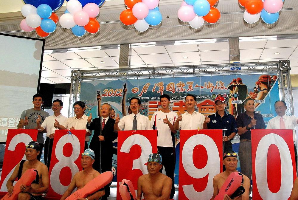 (開新視窗)連至 2012日月潭萬人泳渡 16日熱鬧登場 完整照片