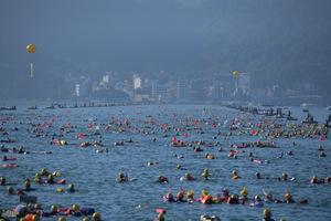 連至 萬人泳渡活動1 完整照片